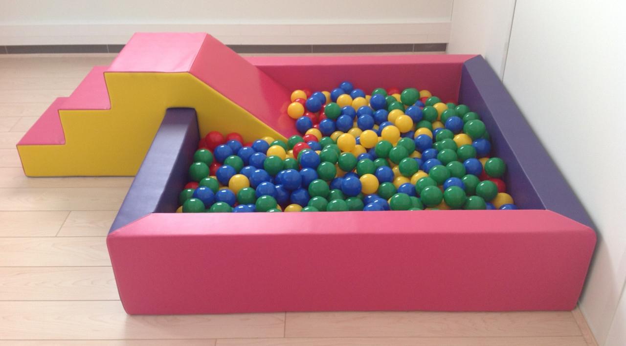 C/ Piscine À Balles Monobloc Mousse Rigide + Toile De Fond ... tout Piscine À Balles Gifi