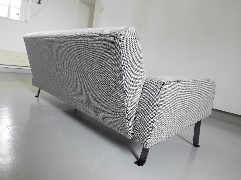 Canapé Gris Artifort, Joseph André Motte - 1955 - Design ... serapportantà Canape Joseph