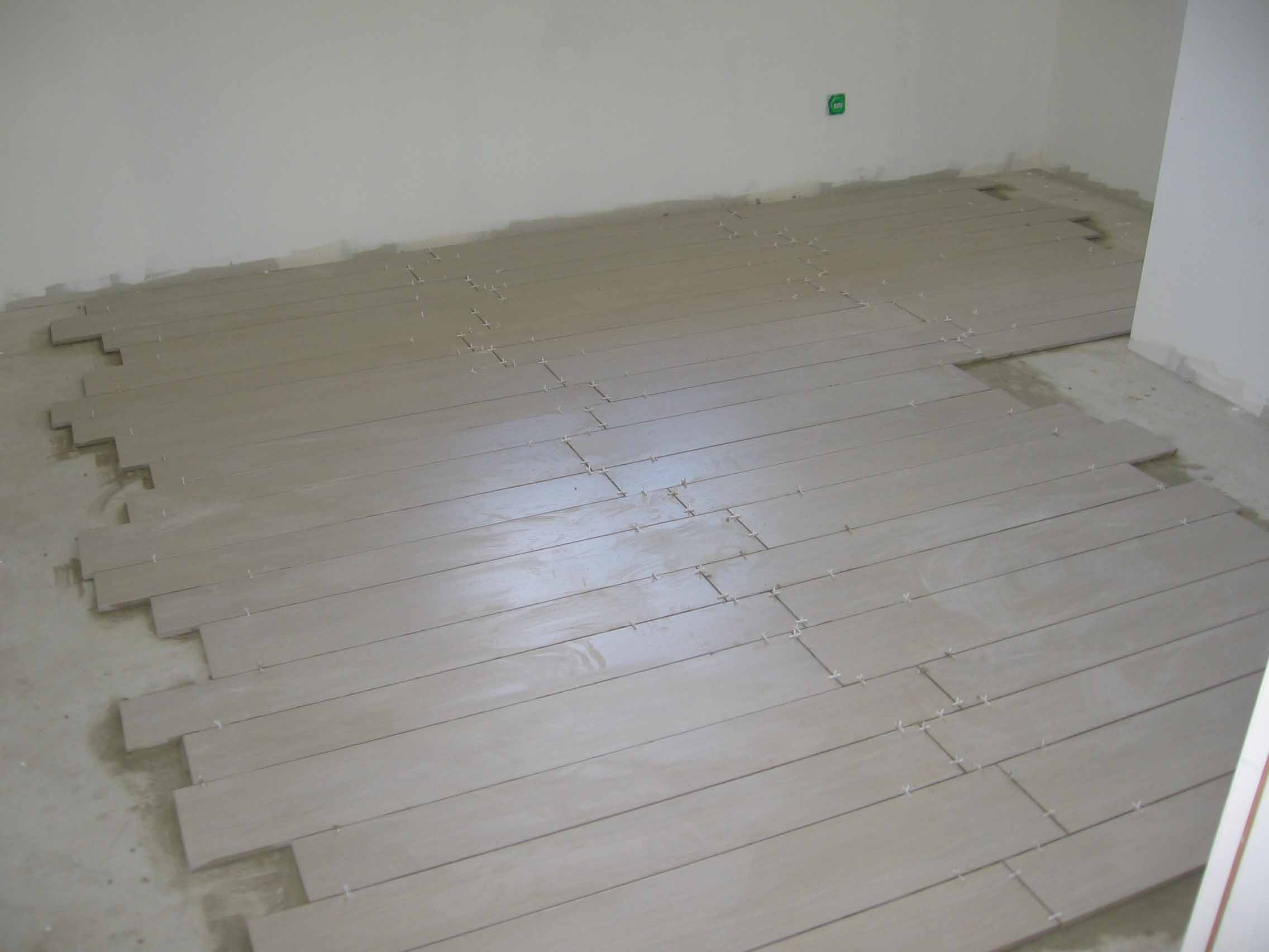 Carrelage Imitation Parquet | La Construction De Fortitou ... avec Pose Carrelage Imitation Parquet Joint Perdu