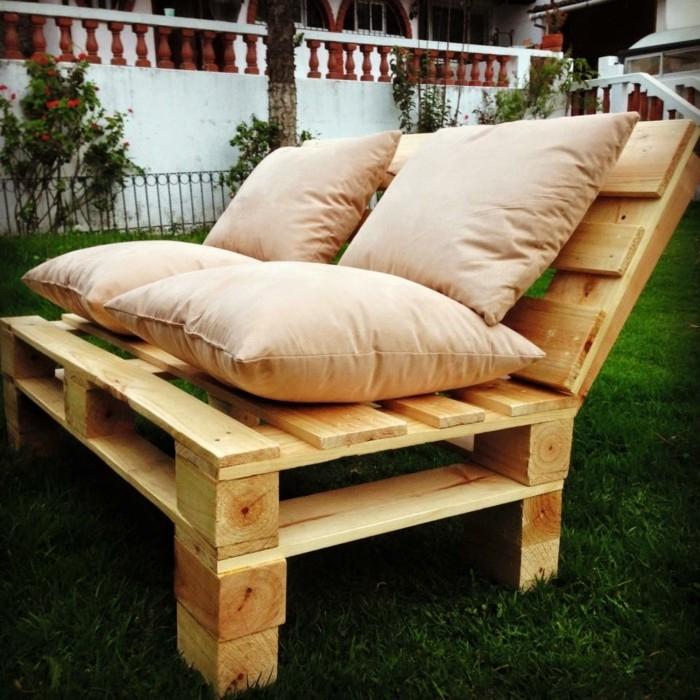 Comment Fabriquer Un Canapé En Palette - Tuto Et 60 Super ... concernant Fabriquer Un Canapé Avec Un Matelas