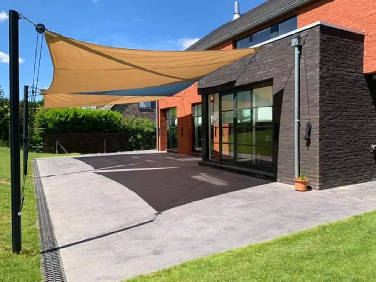 Dalle De Béton Pour Terrasse Avec Intégration De Caniveaux ... pour Terrasse Couverte Avec Poteaux Beton