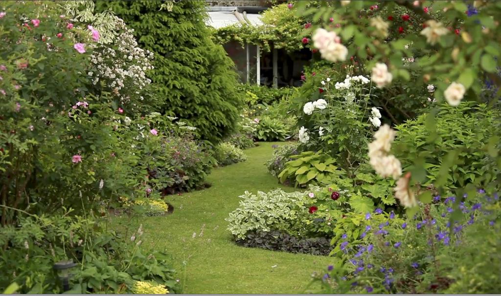 Déco Jardin Anglais | Jardin Anglais, Jardins, Déco Jardin dedans Concevoir Un Petit Jardin Anglais