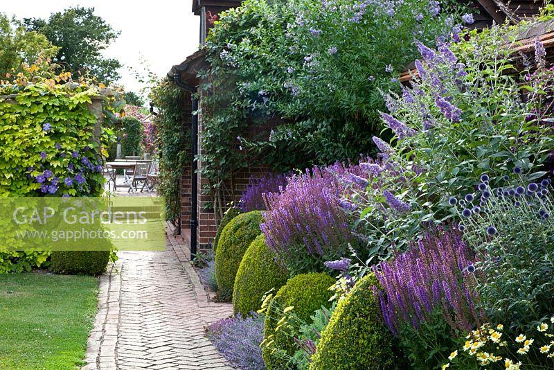 Gap Gardens - Town Place Garden - Feature By Elke ... dedans Salvea 3 Places