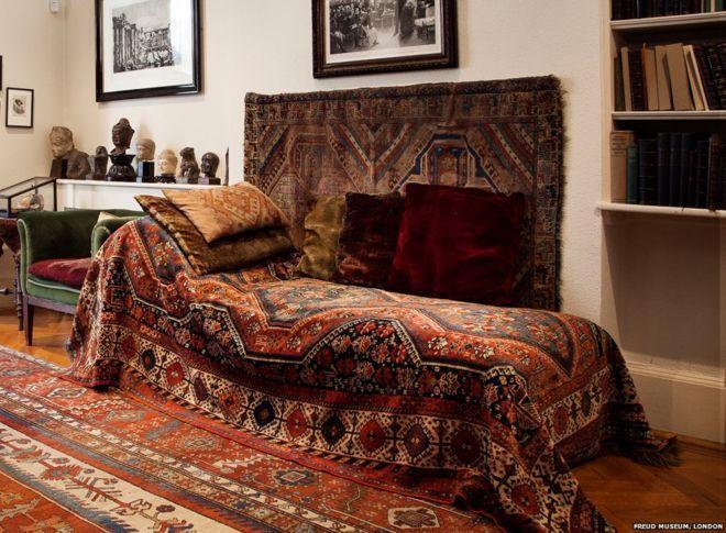 How This Couch Changed Everything | Decoração, Pinturas ... à Sofa Dreams France