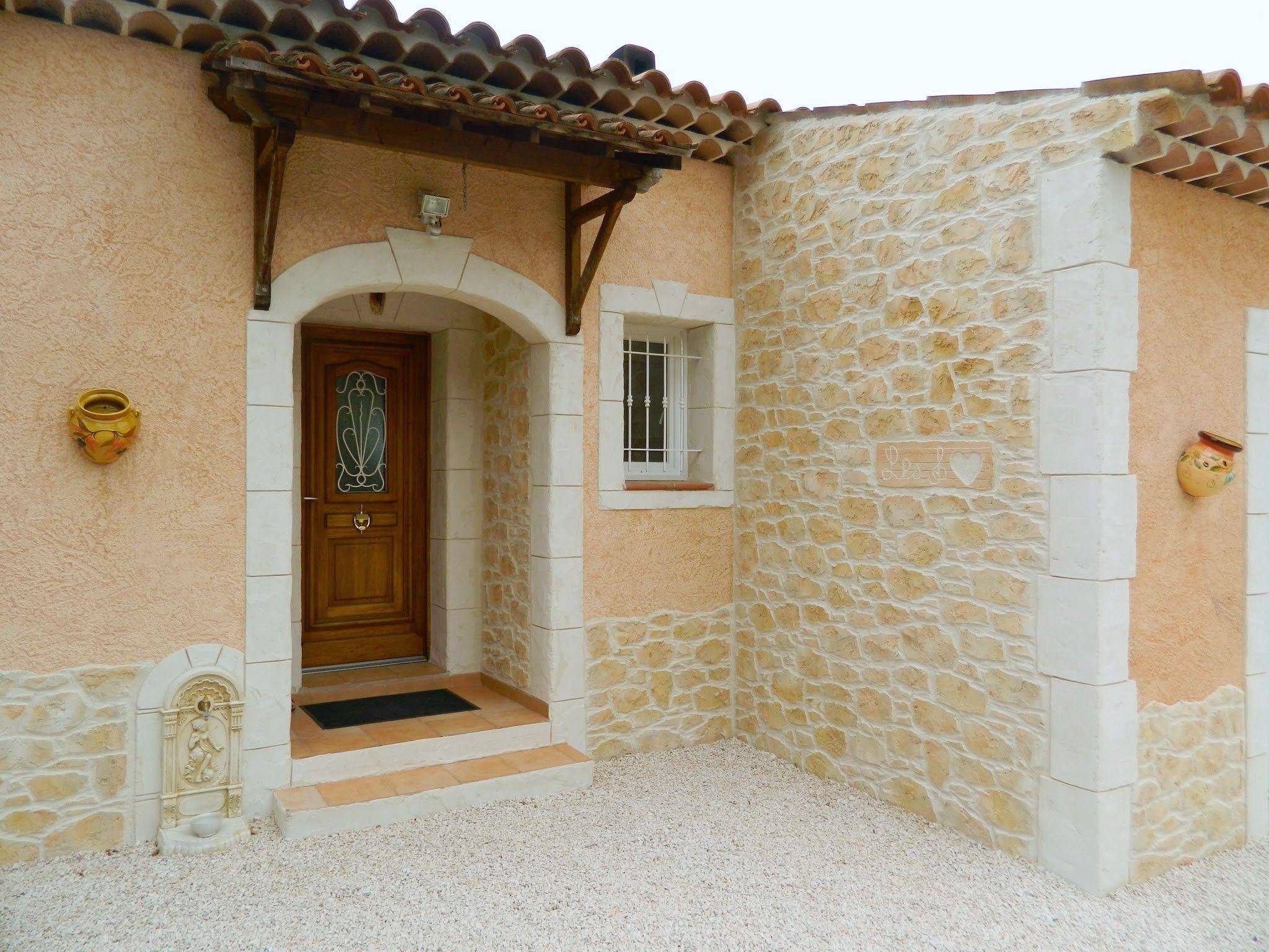 La Façade De Cette Maison A Été Décorée En Partie Avec L ... intérieur Decoration Mur Exterieur Maison En Tunisie