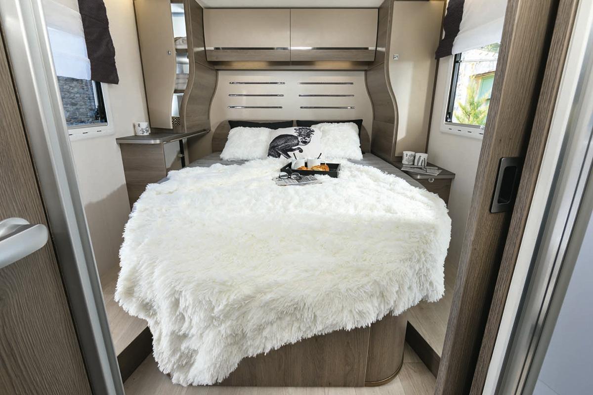 Location Camping-Car Profilé Confort 2019 - Blog Hertz ... à Lit Qui Descend Du Plafond