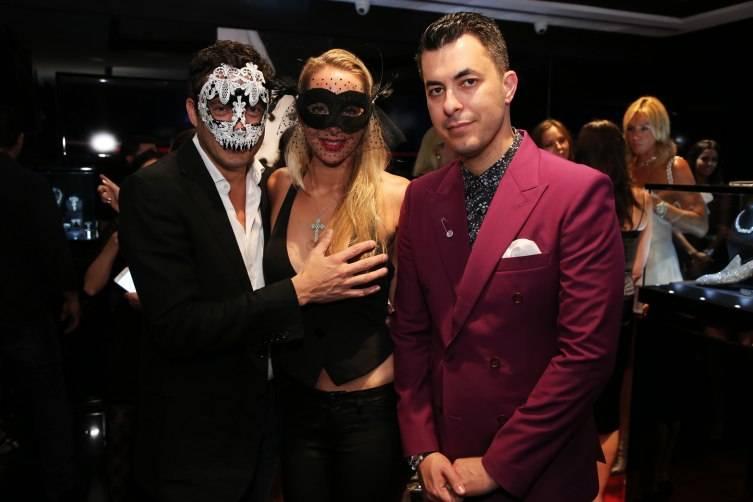 Mia: Inside Jason Of Beverly Hills 'Eyes Wide Shut' Grand ... encequiconcerne Grand Canapé Blair