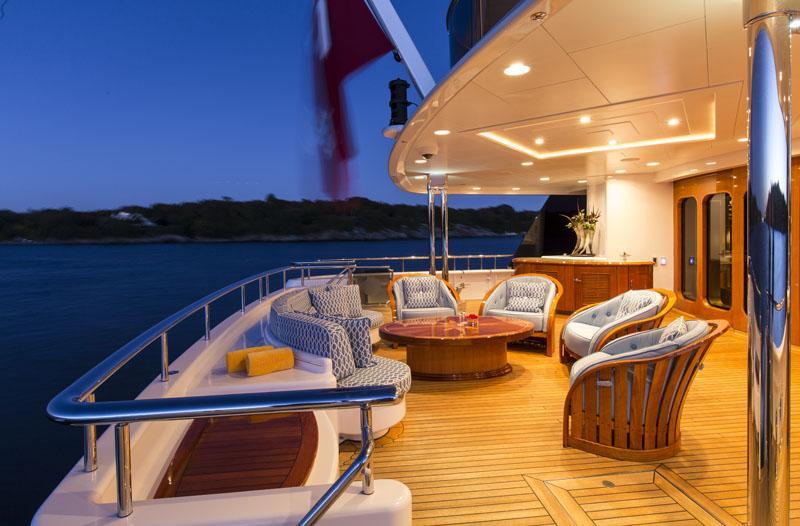 Motor Yacht Blue Moon - Feadship - Yacht Harbour avec Fullmooncharter