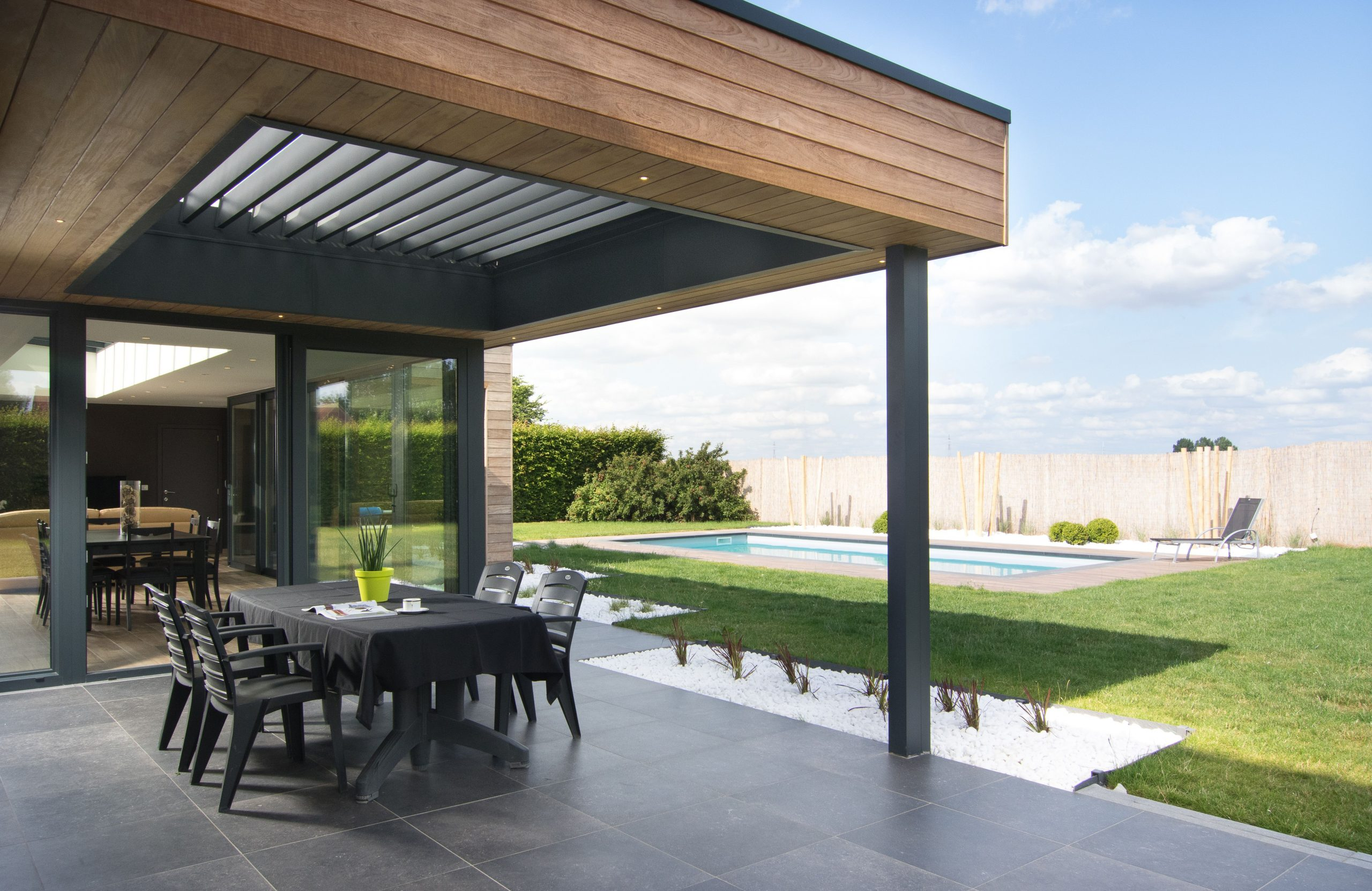 Overdekt Terras Met Geïntegreerde Beweegbare Lamellen ... concernant Terrasse Couverte Avec Poteaux Beton