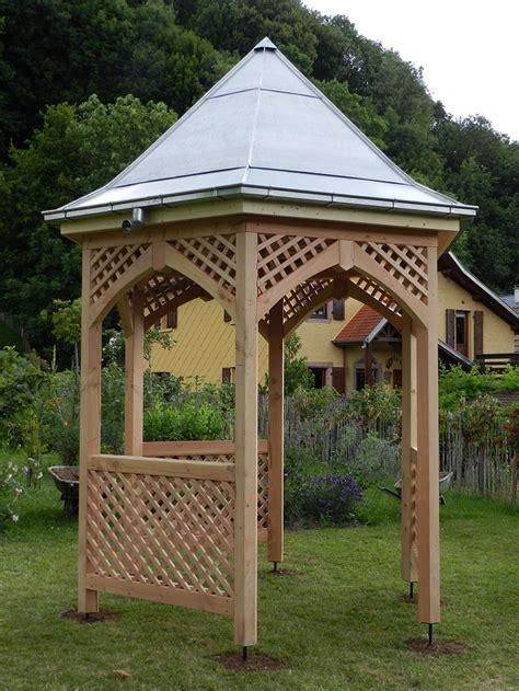 Petite Table De Jardin Ancienne En Fer, Exigez La Qualité ... intérieur Gloriette Bois Occasion