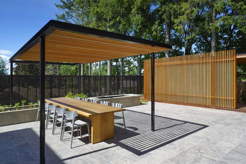 Pool House Design En Bois Avec Pergola Bioclimatique dedans Pergola Fermée En Kit