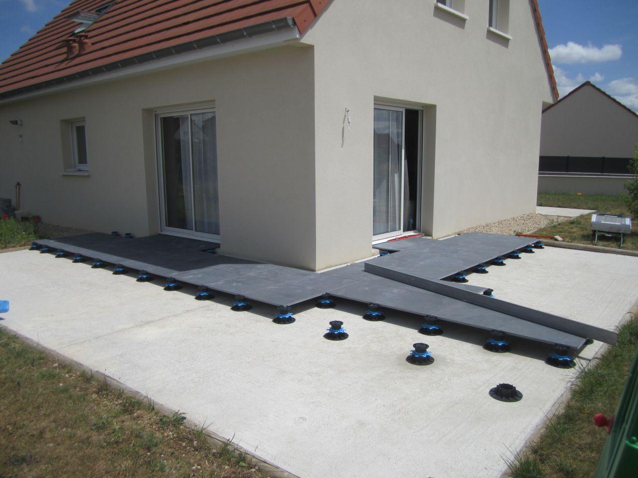 Pose Terrasse Dalle Beton Sur Plot - Veranda-Styledevie.fr destiné Baguette Finition Terrasse Sur Plot