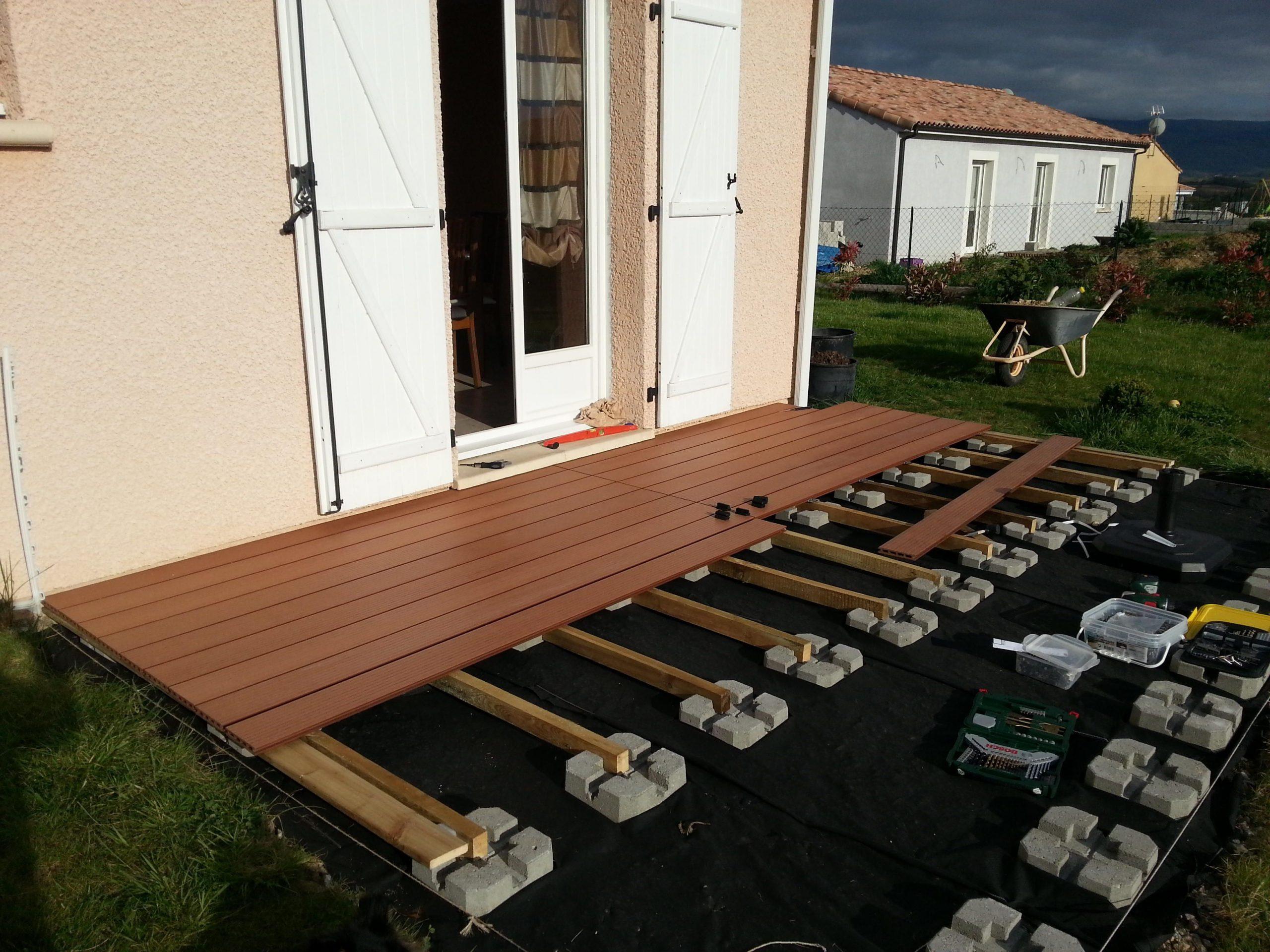 Pose Terrasse Lame Composite Sur Plot Beton   Terrasse ... pour Baguette Finition Terrasse Sur Plot