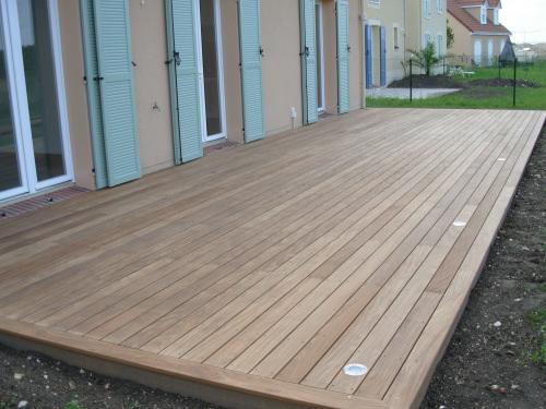 Terrasse En Bois Au Ras Du Sol. Décaissement Pour L'Implanter destiné Baguette Finition Terrasse Sur Plot