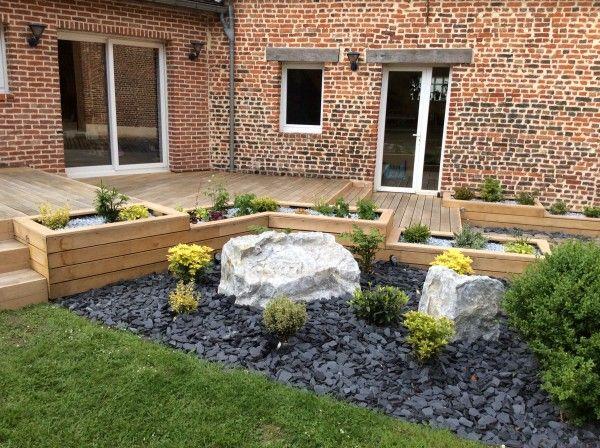 Terrasse En Bois Avec Jardinières Intégrées Et Parterre ... tout Décoration Parterre Extérieur