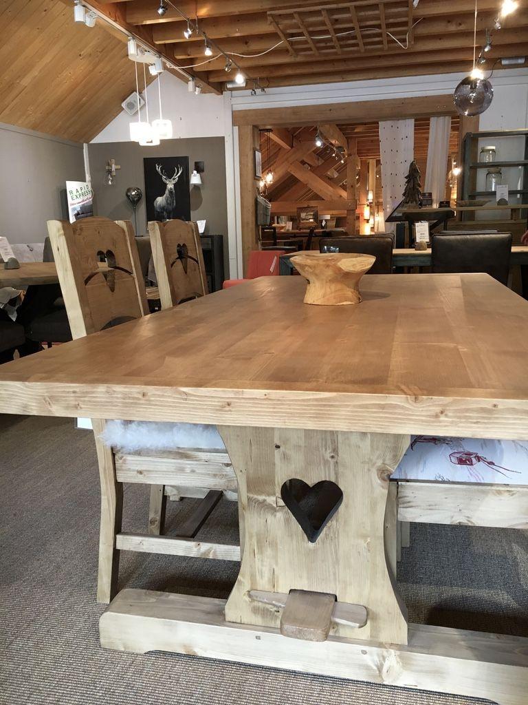 Une Table Monastère En Sapin Massif Pour Des Repas Au ... intérieur Comment Fabriquer Une Table De Ferme En Bois