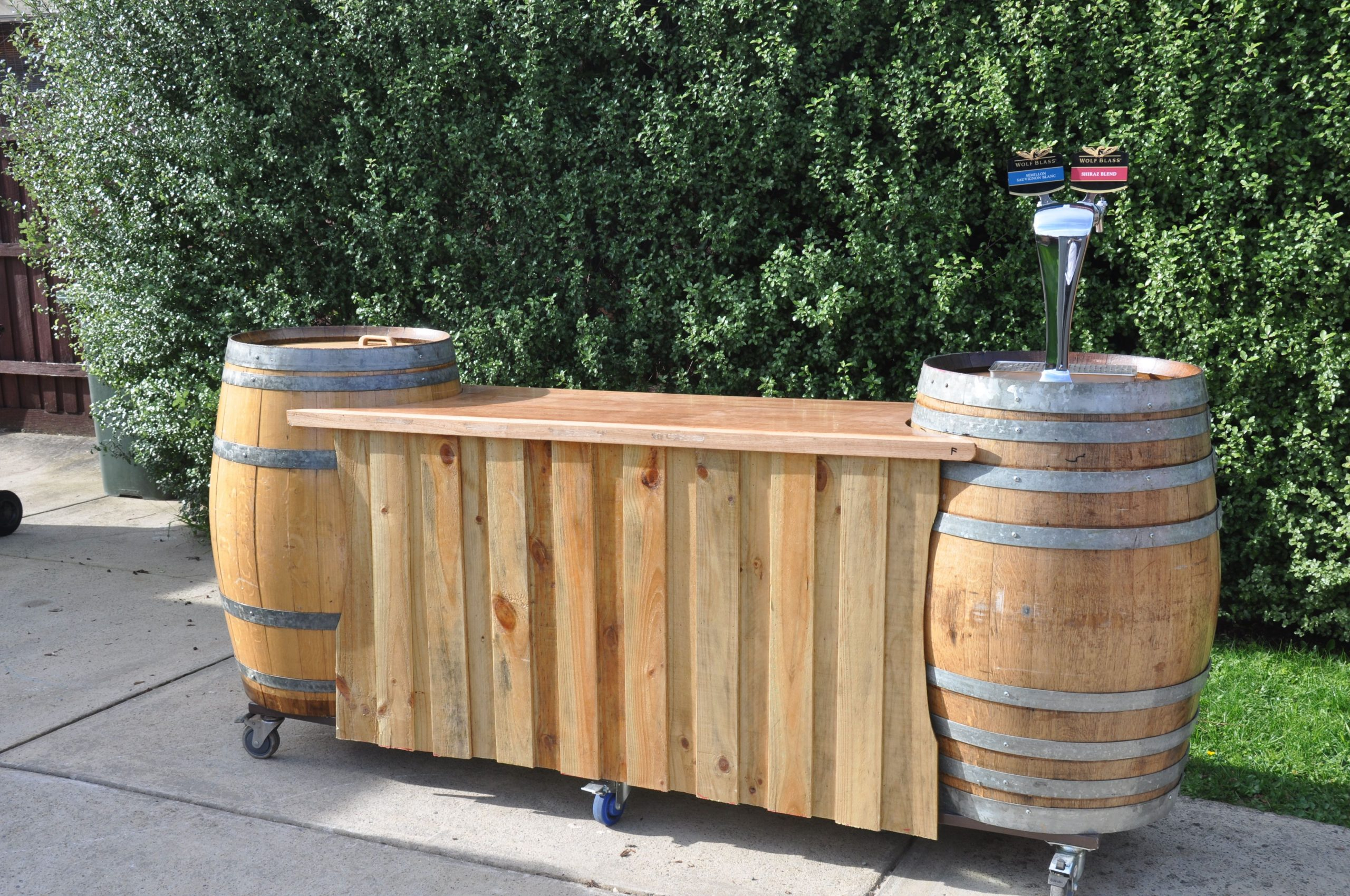Wine Barrel Bar | Barre De Tonneau De Vin, Palette ... encequiconcerne Salon De Jardin En Tonneau